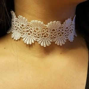 Elegant White lace choker for all occasions.